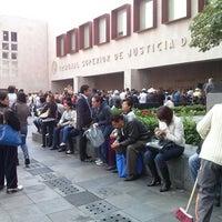 Photo taken at Tribunal Superior de Justicia de la Ciudad de México - Juzgados de lo Familiar by Hugo M. on 8/16/2013