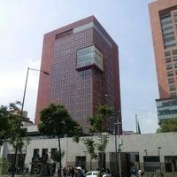 Photo taken at Tribunal Superior de Justicia de la Ciudad de México - Juzgados de lo Familiar by Hugo M. on 6/28/2013