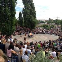 Photo taken at Sonntagskaraoke im Mauerpark by Manu G. on 6/16/2013