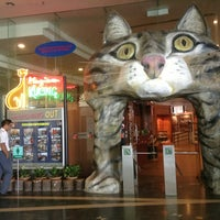 Photo taken at Muzium Kucing (Cat Museum) by Nanee J. on 4/30/2013