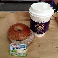 Photo prise au The Coffee Bean & Tea Leaf par Gracie le2/14/2013