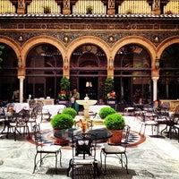 Foto tomada en Hotel Alfonso XIII por Dong C. el 5/6/2013
