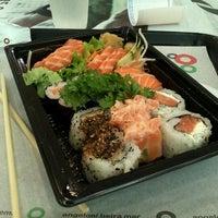 Foto tirada no(a) Fujisan Sushi por Carolina L. em 1/24/2013