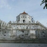 Das Foto wurde bei Phra Sumen Fort von Orathai P. am 7/8/2013 aufgenommen