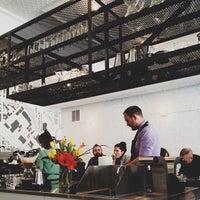 4/25/2013 tarihinde Kellyziyaretçi tarafından Intelligentsia Coffee Bar'de çekilen fotoğraf