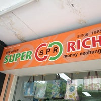 Photo taken at Super Rich 1965 by Kittichai on 11/24/2012