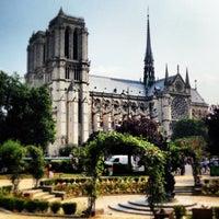 Das Foto wurde bei Kathedrale Notre-Dame de Paris von Thomas R. am 7/13/2013 aufgenommen