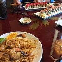 Photo taken at Thai Hana Restaurant & Sushi Bar by Mariela on 4/3/2016
