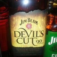 Foto scattata a The Liquor Outlet da Josh E. il 11/12/2012