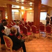 Foto tomada en Diplomat Hotel por Yavuz B. el 10/3/2013