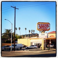 Photo taken at Liquor Mart of Los Feliz by Jon O. on 12/10/2013
