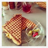 Das Foto wurde bei Toasteria Cafe von Dennis L. am 2/22/2013 aufgenommen