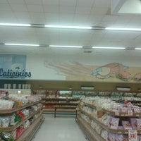 Foto tirada no(a) Supermercado Angeloni por Marcelo A. em 7/20/2013