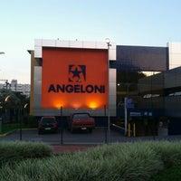 Foto tirada no(a) Supermercado Angeloni por Marcelo A. em 6/4/2013