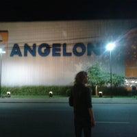 Foto tirada no(a) Supermercado Angeloni por Marcelo A. em 6/1/2013