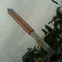 Foto tirada no(a) Supermercado Angeloni por Marcelo A. em 12/23/2012