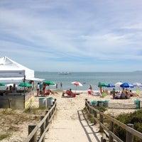 Foto tirada no(a) Praia de Jurerê Internacional por Leila em 1/7/2013
