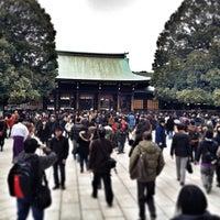 Foto tirada no(a) Honden (Main Shrine) por Shoichi K. em 1/5/2013