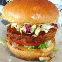 Das Foto wurde bei Burger 21 von LanChi N. am 6/5/2016 aufgenommen