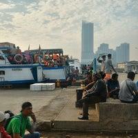 Photo taken at Pelabuhan Muara Angke by Meyfitha Dea K. on 7/28/2017