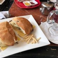 Photo taken at Café Arabico by Fernando C. on 8/1/2017
