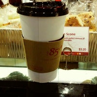 Photo taken at 85°C Coffee by ⓙⓤⓛⓘⓔ . on 9/22/2014