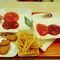 Photo taken at A&W by ⓙⓤⓛⓘⓔ on 2/11/2017