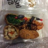 Photo taken at Sushi Hub by ⓙⓤⓛⓘⓔ . on 1/27/2015