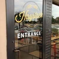 Das Foto wurde bei Haystack Burgers And Barley von AlmostVeggies.com am 6/15/2013 aufgenommen