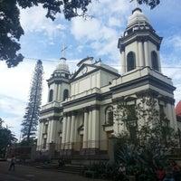 Photo taken at Parque Central de Alajuela by Estefanía on 5/12/2013