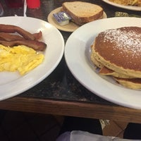 Photo taken at Sunset Park Diner and Donuts by Sabrina on 3/12/2017