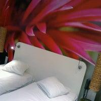 Foto diambil di Conscious Hotel oleh Александр Д. pada 12/5/2012