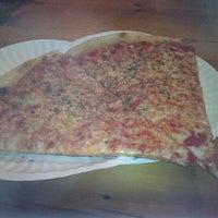 Das Foto wurde bei Percy's Pizza von Mr.Classy Guy am 12/30/2012 aufgenommen