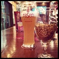 Foto tirada no(a) Rasen Bier por Stefanie M. em 11/3/2012