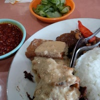 Photo taken at Rumah Makan Happy Suzy by Oppi W. on 8/3/2014