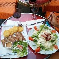 Photo taken at Métro Café by Igor S. on 7/24/2014
