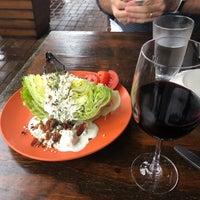 Photo prise au Santiago's Bodega par Amanda M. le5/19/2018
