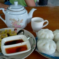 Photo taken at ซาลาเปาทับหลี by P'RO@RO K. on 12/24/2012