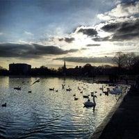 Foto tirada no(a) Kensington Gardens por Phil D. em 3/2/2013