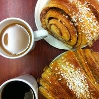 Das Foto wurde bei Café Succès von Risto K. am 1/29/2013 aufgenommen
