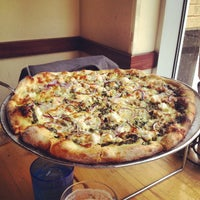 Photo taken at Pete's New Haven Style Apizza by Gabriel on 9/9/2014