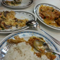 Photo taken at Jom Cari Makan by Mohd Z. on 12/17/2012