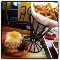 Снимок сделан в Hopdoddy Burger Bar пользователем Susan L. 3/16/2013