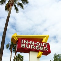 Photo taken at In-N-Out Burger by David K. on 4/22/2015