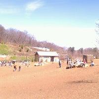 รูปภาพถ่ายที่ Piedmont Park Dog Park โดย Edward K. เมื่อ 3/16/2013
