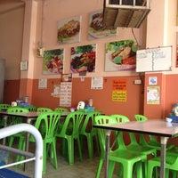 Photo taken at ร้านพิมพ์พา โภชนา by Blucky P. on 6/28/2014