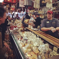 11/21/2012 tarihinde Enrico C.ziyaretçi tarafından Di Bruno Bros.'de çekilen fotoğraf