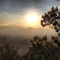 Das Foto wurde bei Cumbre Cerro San Cristóbal von Alvaro M. am 7/21/2013 aufgenommen