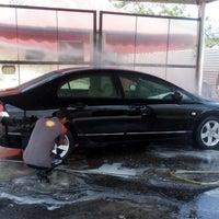 Das Foto wurde bei Shell Manual Car Wash BK2 von Sebastian P. am 4/11/2014 aufgenommen
