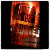 Foto tirada no(a) BJ's Restaurant & Brewhouse por Joe M. em 5/31/2013